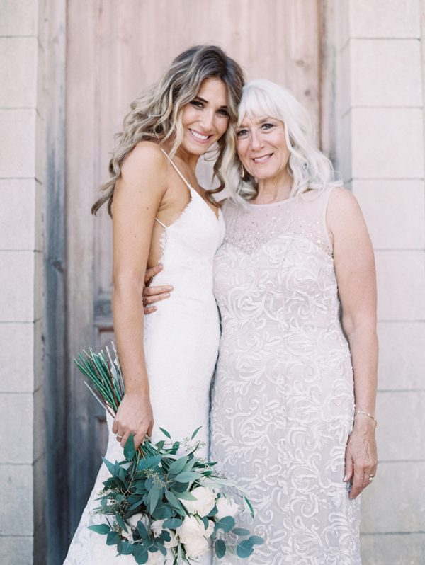 5 Wonderful Ways to Involve the Mother of the Bride stylemepretty.com - lunademarephotography.com