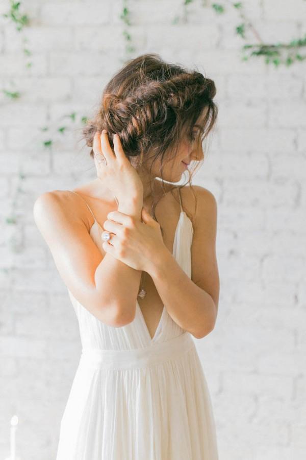 How To Pull Off A Modern Minimalist Wedding Theme junebugweddings.com - ashleyraephotography.com