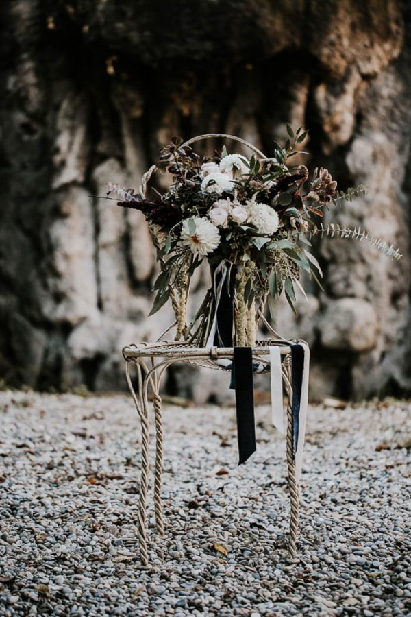 Spooky Yet Stylish Halloween Wedding Inspiration junebugweddings.com - yeraycruz.com1